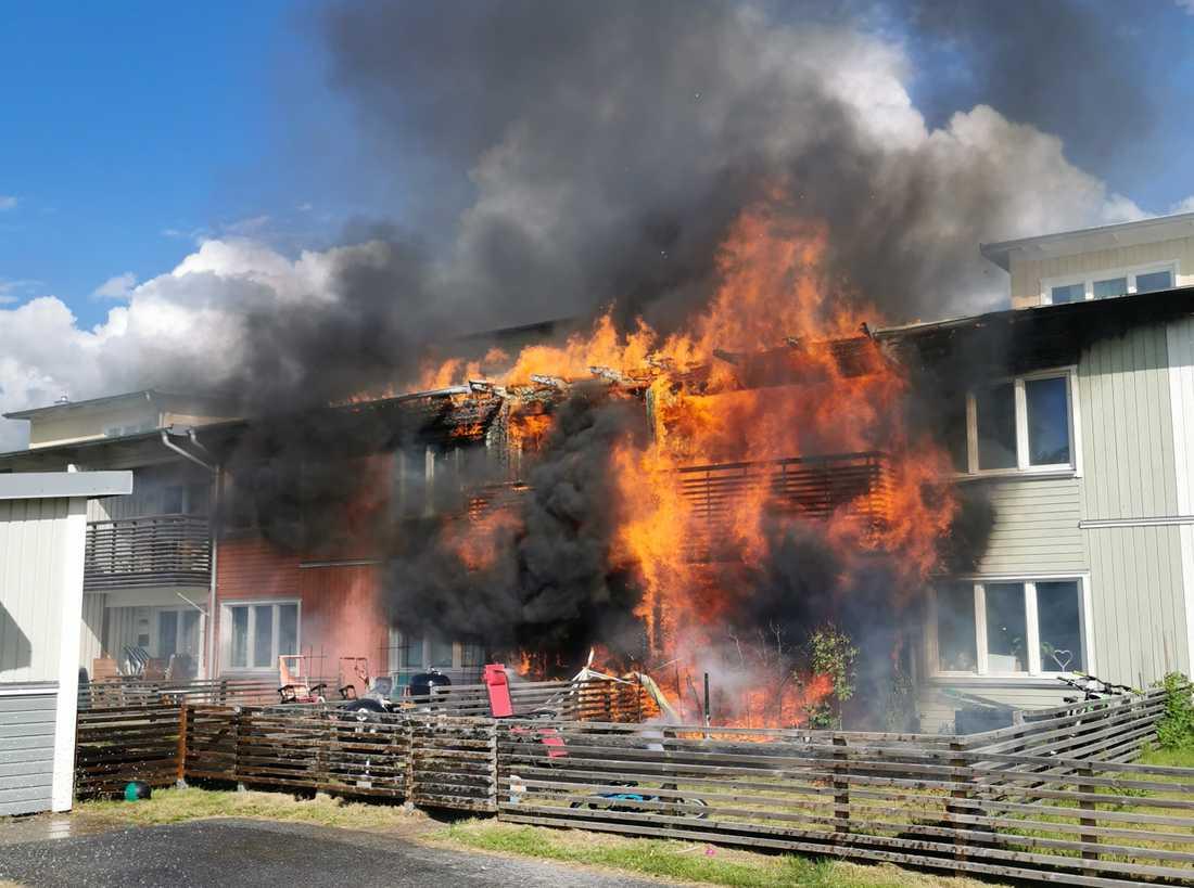 Flera lägenheter drabbades av branden.