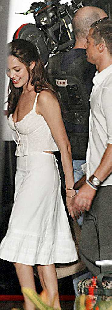 """Jolie och Pitt under inspelningen av """"Mr & Mrs Smith""""."""