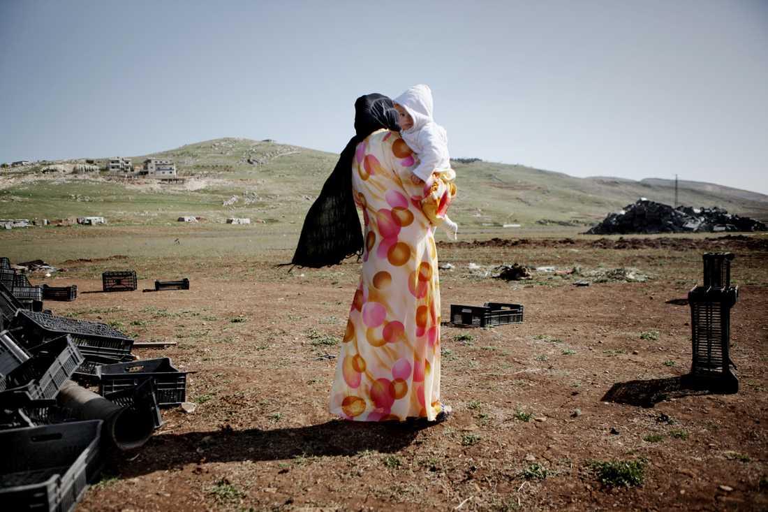 – Assad kommer att fortsätta bomba våra hem med ursäkten att vi är terrorister, men jag har aldrig haft ett vapen i mina händer, säger 20-åriga Hiba.