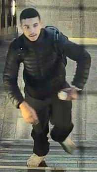 20-åringen är internationellt efterlyst misstänkt för mordet på Heikki Bjørklund Paltto i Oslo.