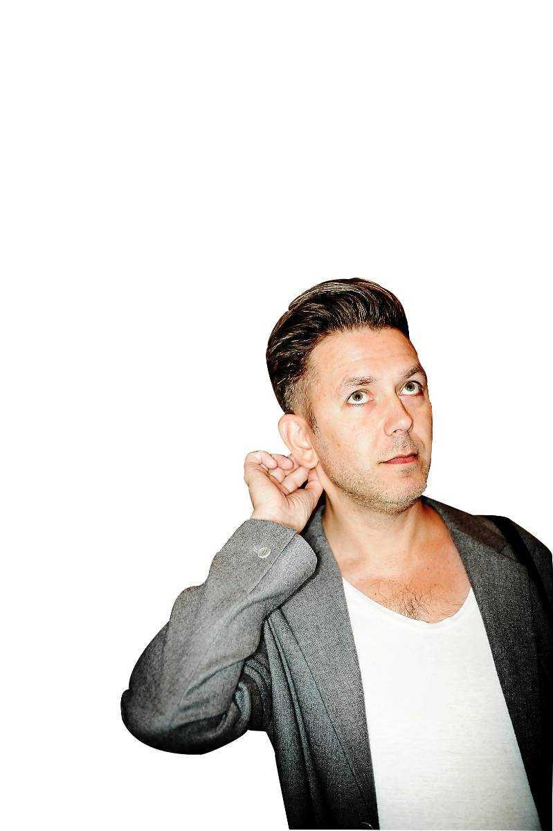 Andres Lokko är medarbetare i Aftonbladet Kultur, därför recenseras hans bok av Mattias Alkberg, musiker, poet och kritiker i Norrbottens- kuriren.