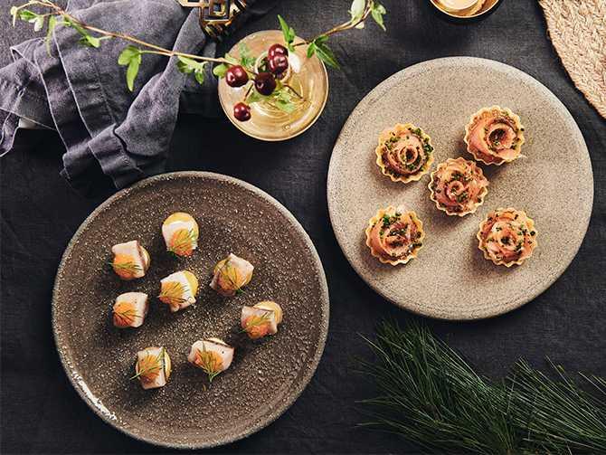 Gott snacks innan julbordet: Krispig wontontartelett med gravad lax.
