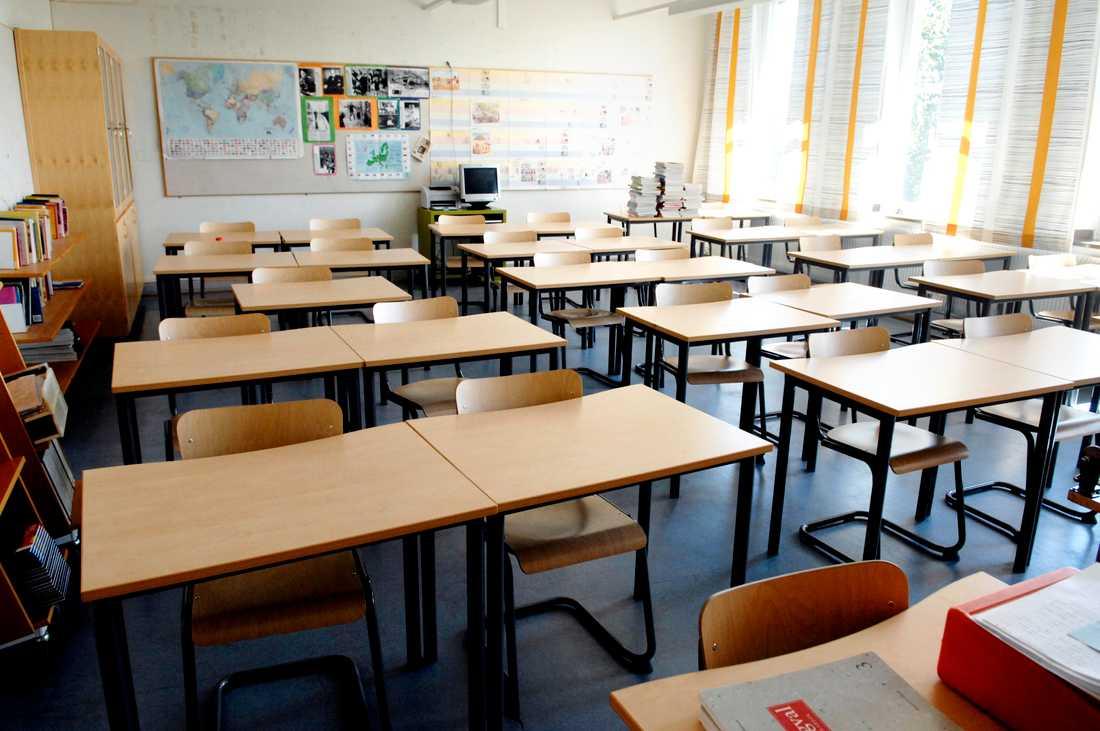 En före detta skolanställd i Västerbotten åtalas för sexbrott mot barn, som han fått kontakt med på skolan där han arbetade. Arkivbild