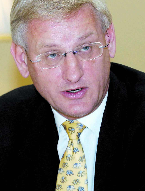 Carl Bildt är nöjd med valet av Hillary Clinton.