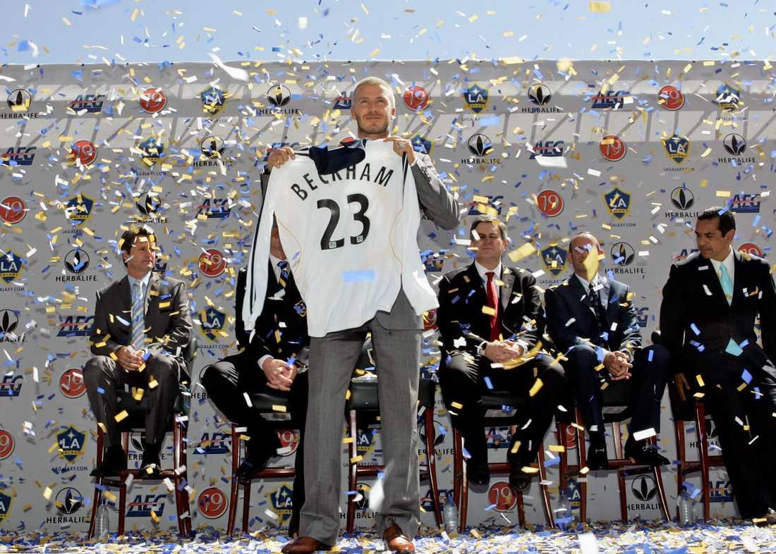 Här presenteras han för sin nya klubb Los Angeles Galaxy i juli 2007...