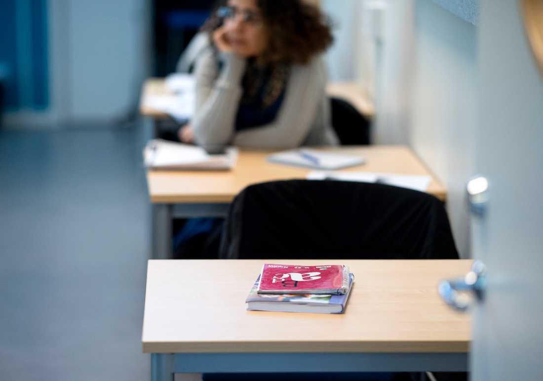 Beskedet om viss återgång till klassrumsundervisning väcker oro bland lärare. Arkivbild.