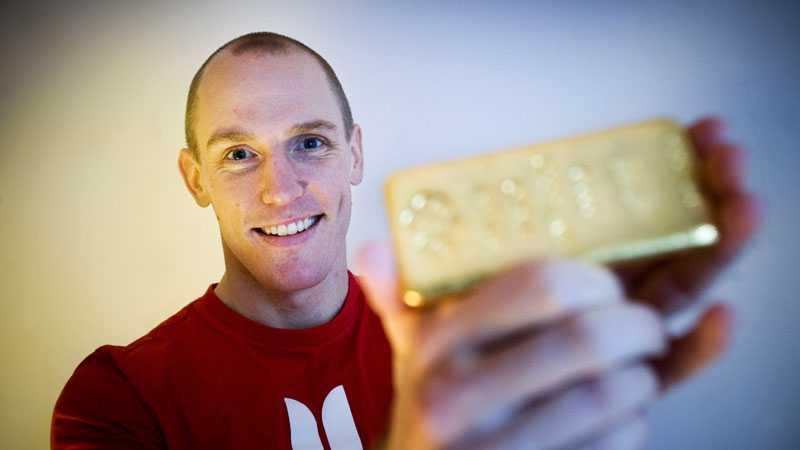 guldvittring I morgon inleder Björn Ferry sin jakt på VM-guld. Men han har redan säkrat den ädla metallen – till ett värde av 252 000 kronor.