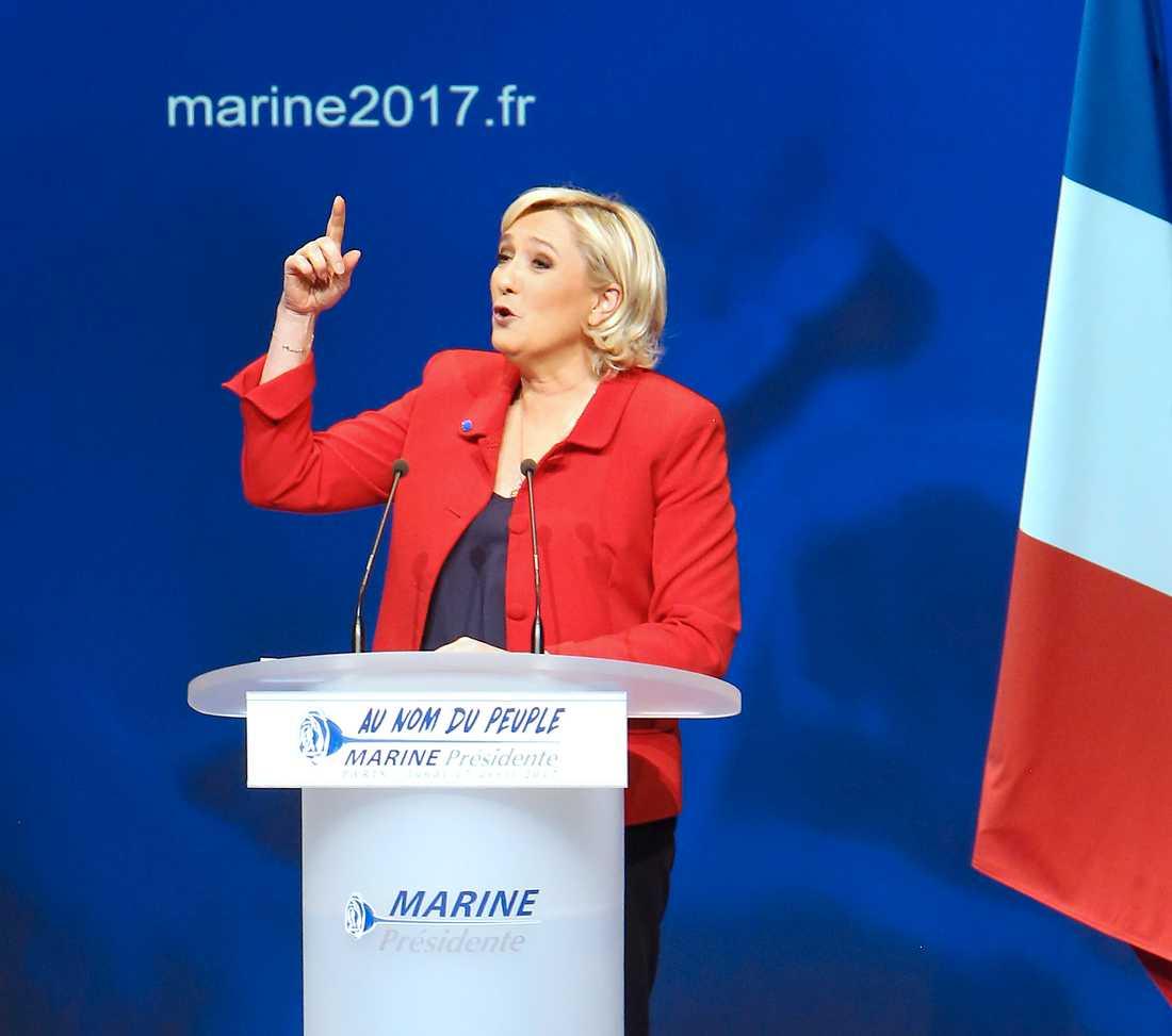 Marine Le Pen på valmöte i Paris.