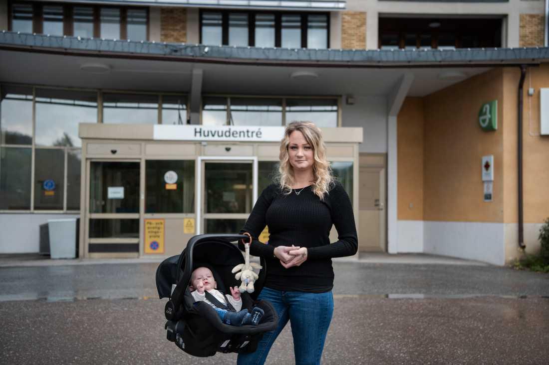 I somras var Sandra Sjölander nära att föda sin son på en grusväg vid E4:an på väg till sjukhuset.