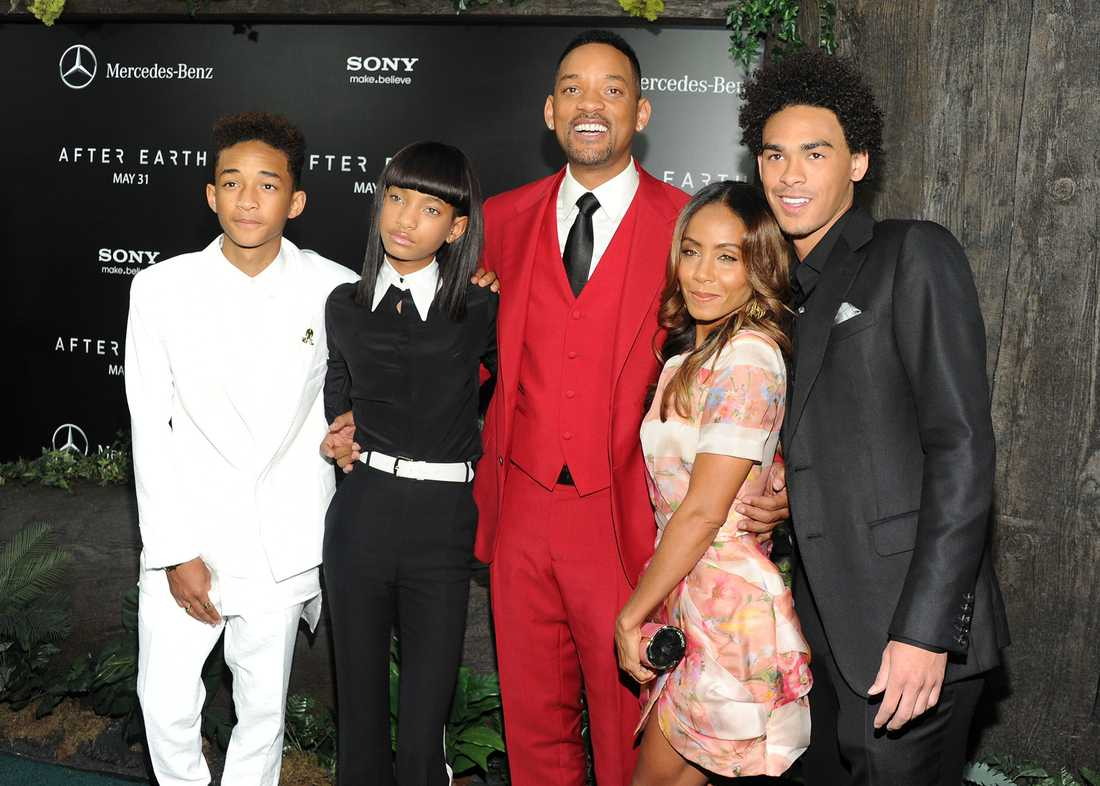 Familjen Smith, från vänster Jaden Smith (skådespelare), Willow Smith (sångare), Will Smith,  Jada Pinkett Smith och Trey Smith (skådespelare).