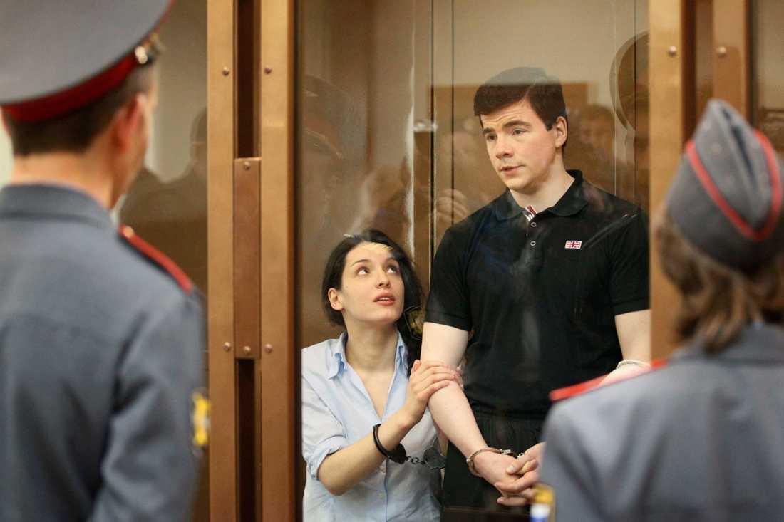 Nikita Tichonov och hans hustru Jevgenija Chasis dömdes 2011 till livstid respektive 18 år för morden på människorättsaktivisten Stanislav Markelov och journalisten Anastasia Baburova.