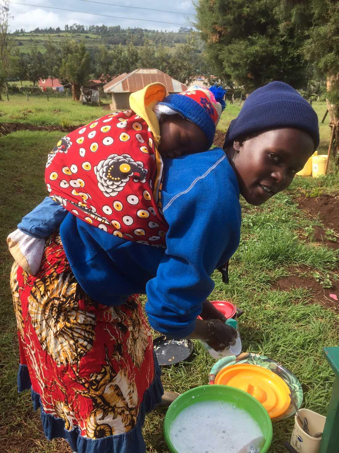 Köksflickan som jobbade med Gunilla i centret där de gömde flickor som flytt könsstympning.