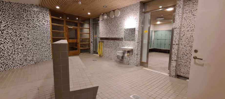 Eriksdalsbadets omklädningsrum, där lektorn begick övergrepp på pojkarna.