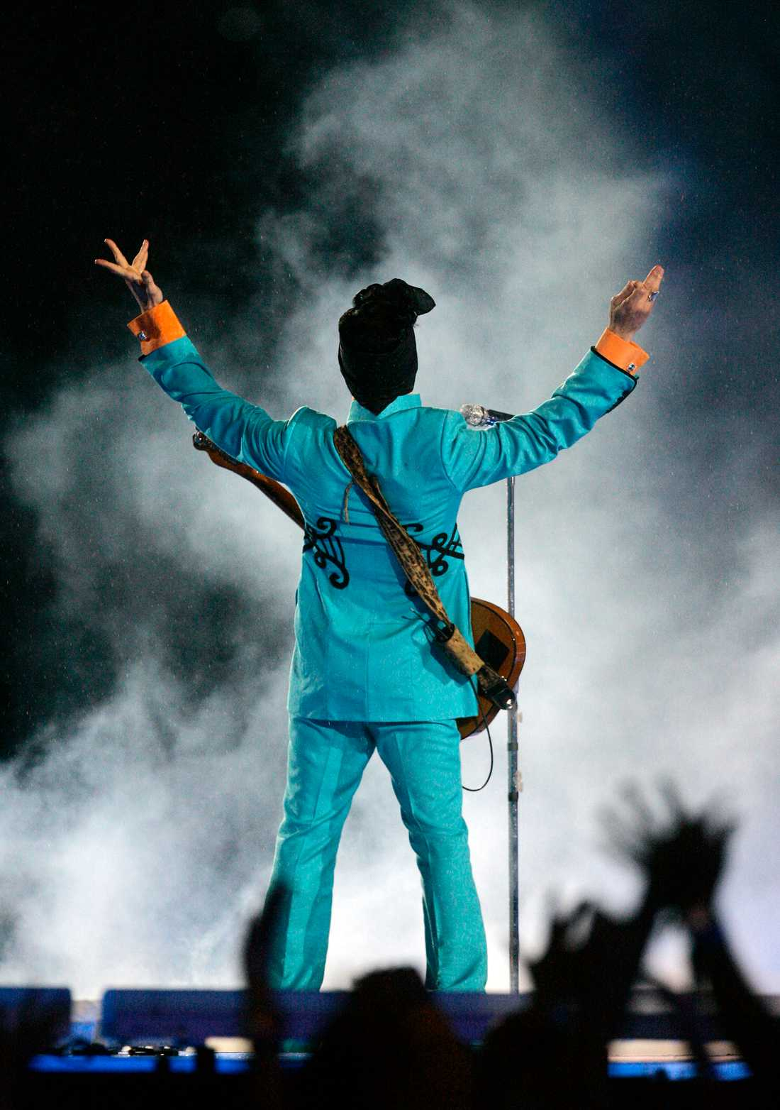 Prince under Super Bowl på Dolphin Stadium i Miami 2007.