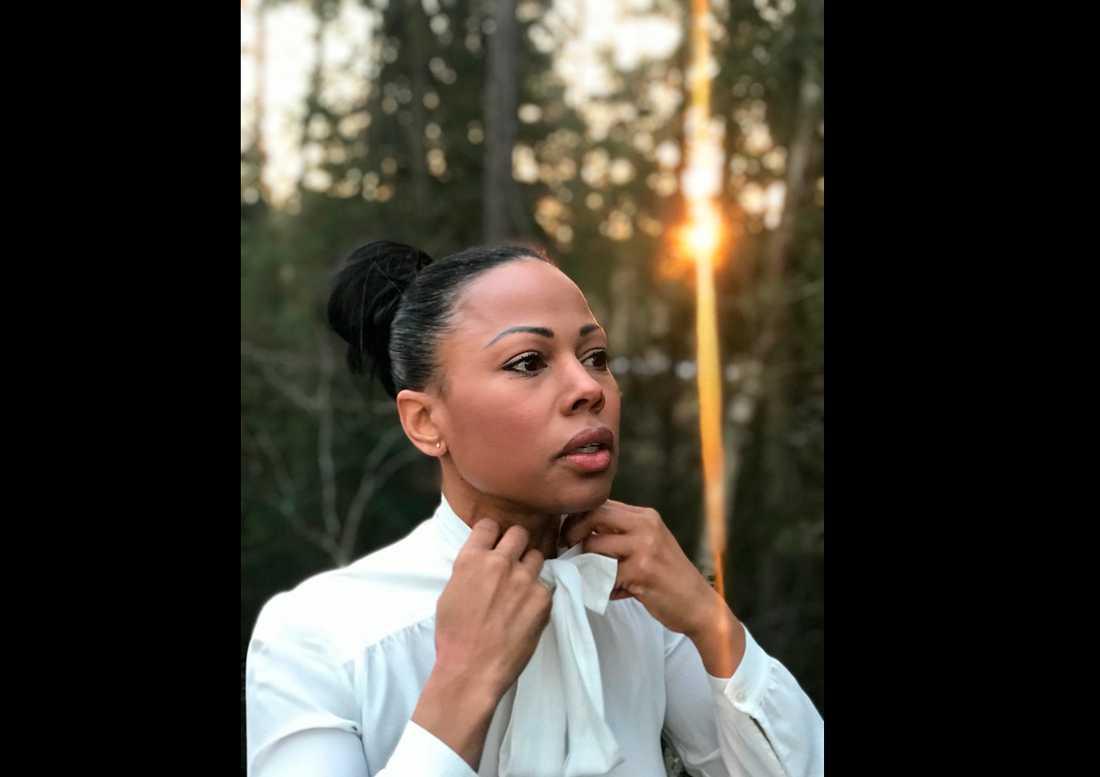 Dåvarande kulturminister Alice Bah Kuhnke (MP) var en av dem som klädde sig i knytblus till stöd för Sara Danius.