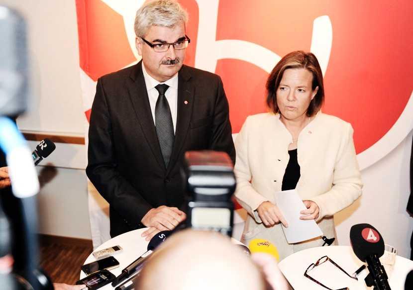 Håkan Juholt och Karin Jämtin på fredagens presskonferens.