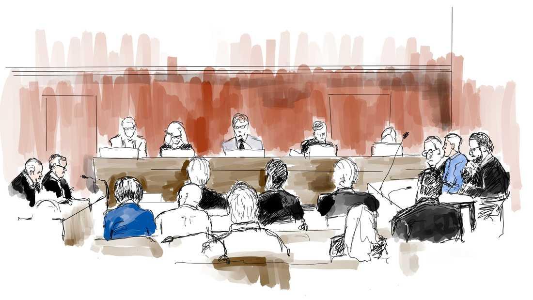 Illustration från rättssalen, under huvudförhandlingen i målet mot poliserna som åtalas för brott efter dödsskjutningen av Eric Torell.