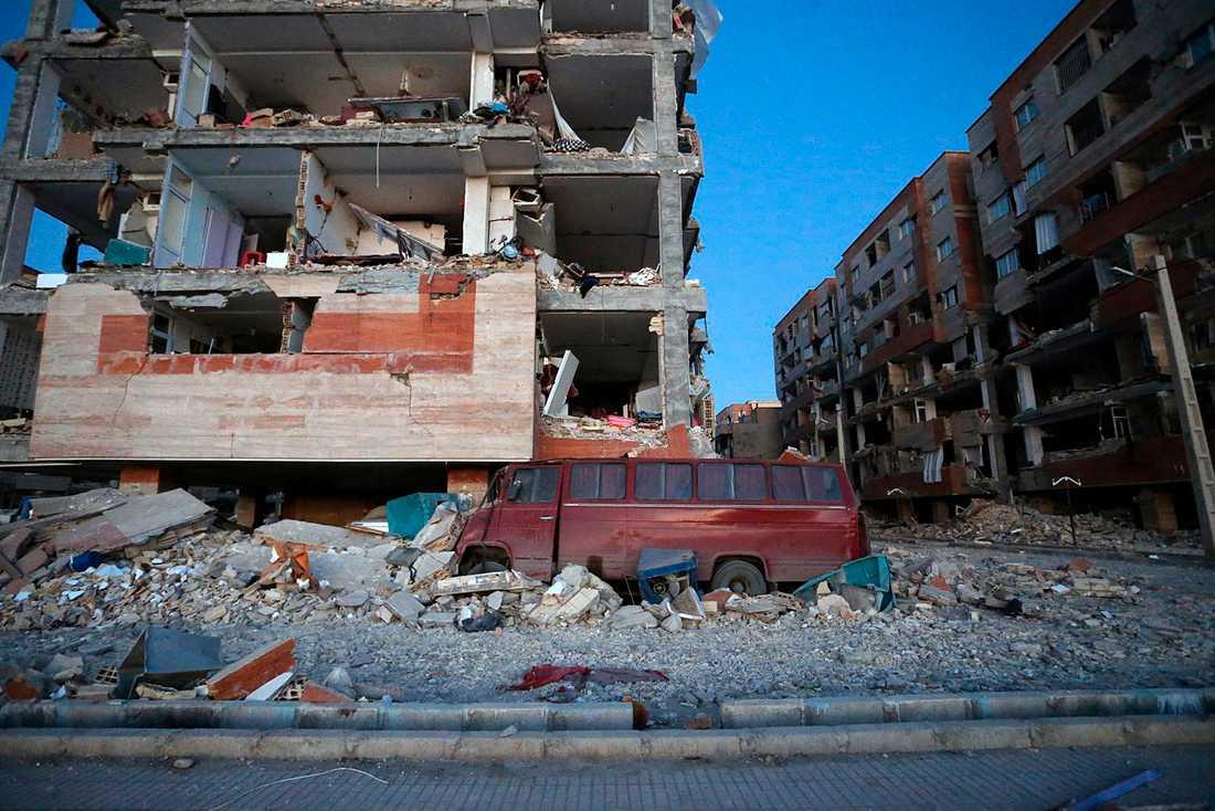 Förstörda byggnader i Sarpol-e-Zahab, västra Iran.