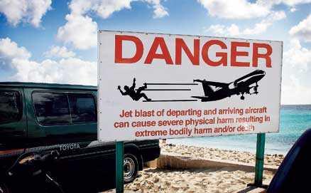 Skylten på Maho Beach talar sitt tydliga språk.