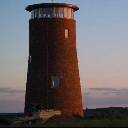Converted Windmill, Worcestershire, Storbritannien Holland må vara väderkvarnarnas land, men det är till England du ska åka om du vill bo i en. Njut av 360 graders lantlig utsikt och tajta till rumpan i den långa trappan upp. Pris per natt: 237 dollar (cirka 1600 kronor). Per månad: 7020 dollar (cirka 47 000 kronor). Kolla efter billiga flygbiljetter till Storbritannien här!