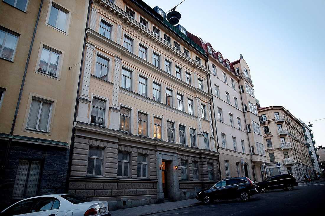 Paul Mardirossian hade börjat om, lämnat kriminaliteten bakom sig och påbörjat ett Svenssonliv. Han har bland annat bott i en vindsvåning i de exklusiva kvarteren på Östermalm i Stockholm.