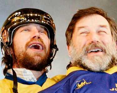 Två berömda skägg i en smäll - Foppas slutspelsskägg och Paggans politikskägg.