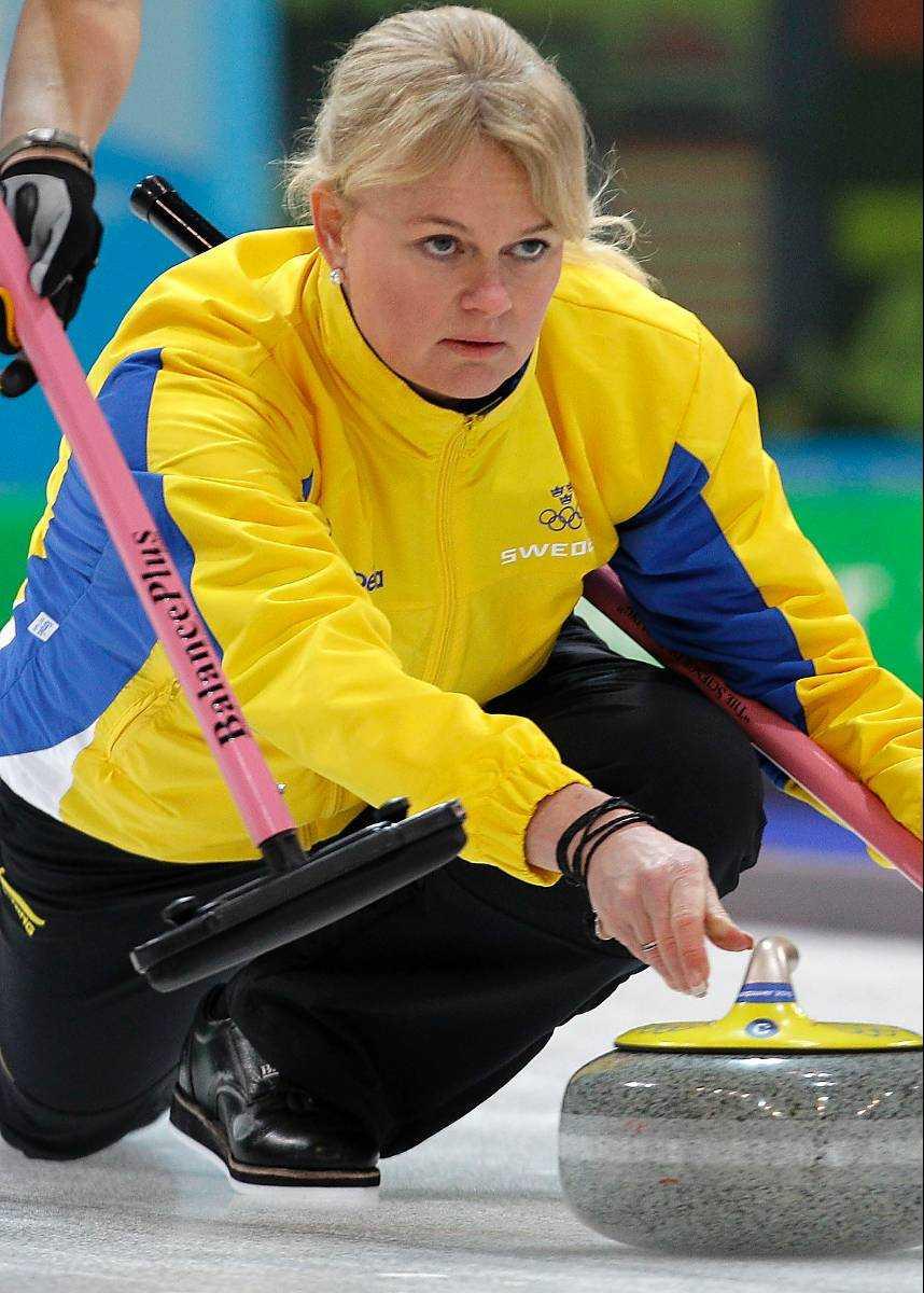 Curling-mästaren Anette Norberg tar på dansskorna.