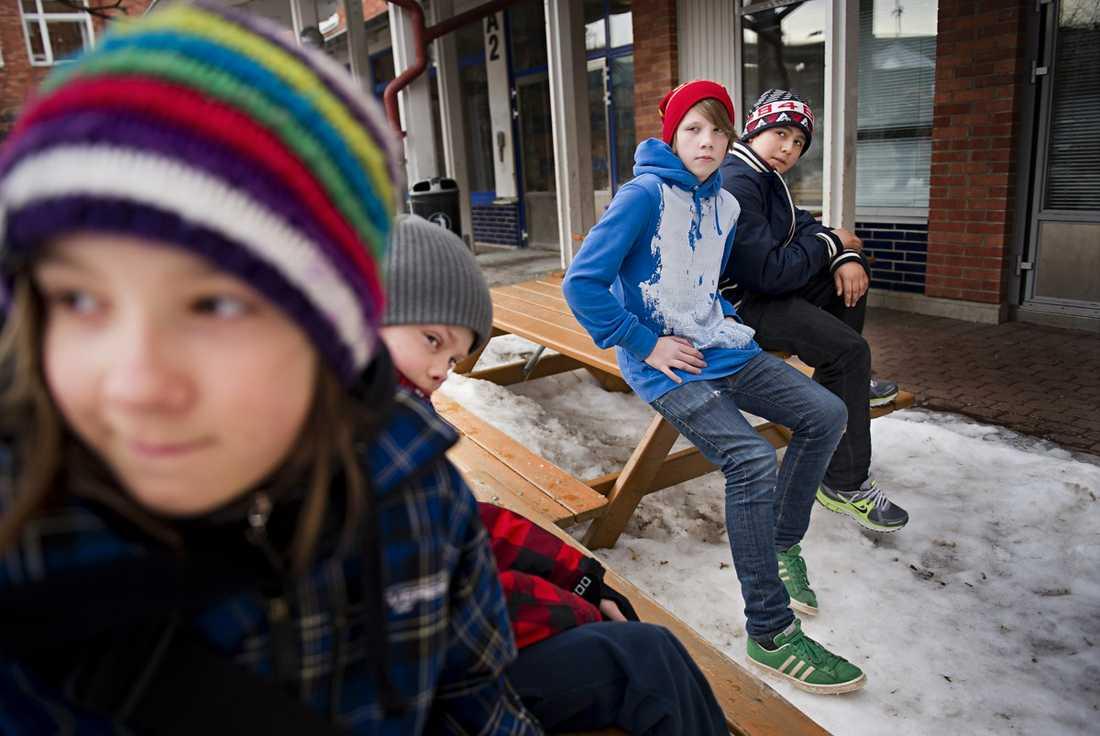 """Vill förbjuda Maktlekar är mobbning. Det anser Vanja, 9, Albin, 9, Jesper, 13 och Ramses, 13. De tycker att maktlekar borde förbjudas. """"Jag tycker det är helt galet att barn kan komma på sådant här"""", säger Jesper."""