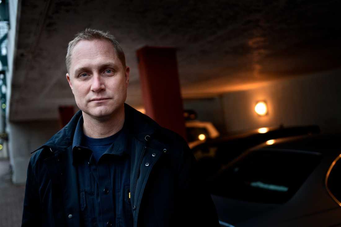 Niclas Andersson, lokalpolisområdeschef i Rinkeby, uppger att man kommer starta en arbetsgrupp som ska se över händelsen.