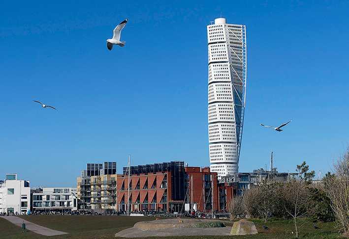 Lyxområdet Västra hamnen med Turning torso  – ett paradexempel på hur Malmö byggt för de rika de senaste 20 åren.