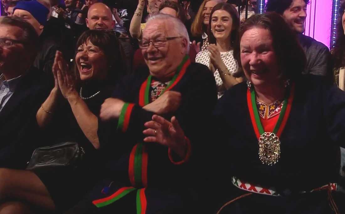 I publiken satt Jon-Henriks förläldrar och han passade på att hylla sin mamma, som fyller år på söndag.
