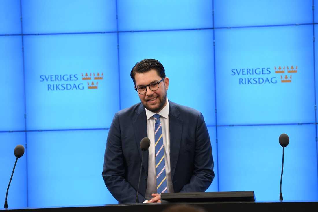 Jimmie Åkesson på presskonferens i Riksdagshuset