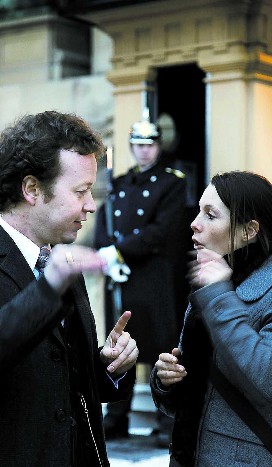 VÄGRAR ACCEPTERA Michaël Lehman är missnöjd med valet av Daniel – Victoria borde ha gift sig blåblodigt, tycker han. Magdalena Streijffert är inte heller nöjd. Men av helt motsatt anledning.