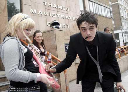 The rocker returns Snart ska Pete Doherty tillbaka till Thames Magistrates Court igen - sedan han ännu en gång gripits för narkotikainnehav.