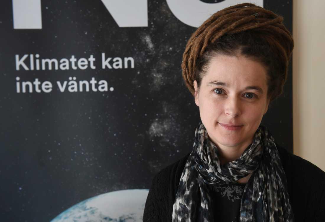Miljöpartiets partisekreterare Amanda Lind presenterar partiets valstrategi.