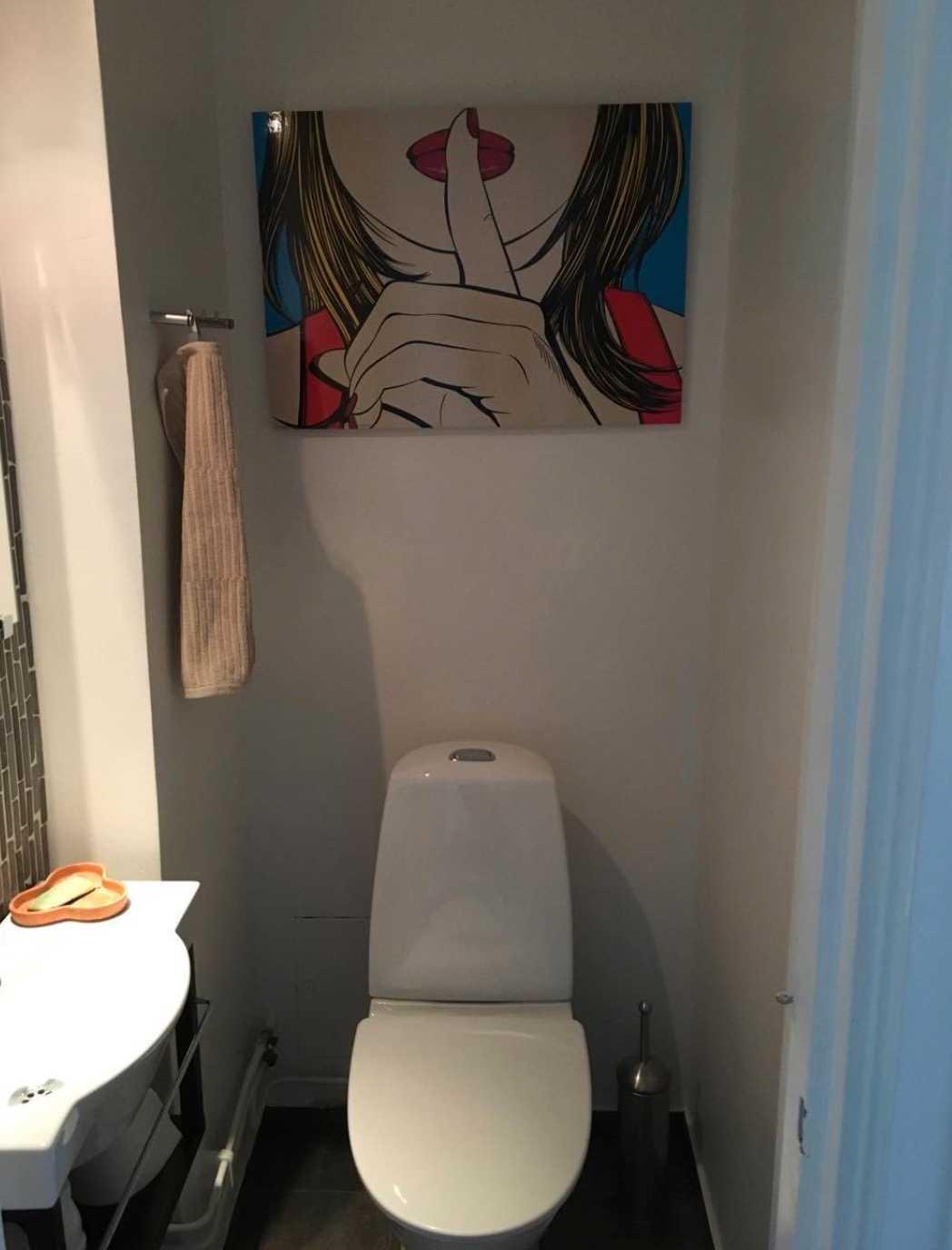 Maria erbjuder sin toalett till främlingar i nöd.