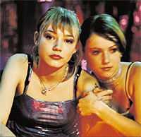 filmens lilja Skådespelarna Oksana Akinshina (Lilja) och Elina Beninson i Lukas Moodyssons film  Lilja 4-ever .
