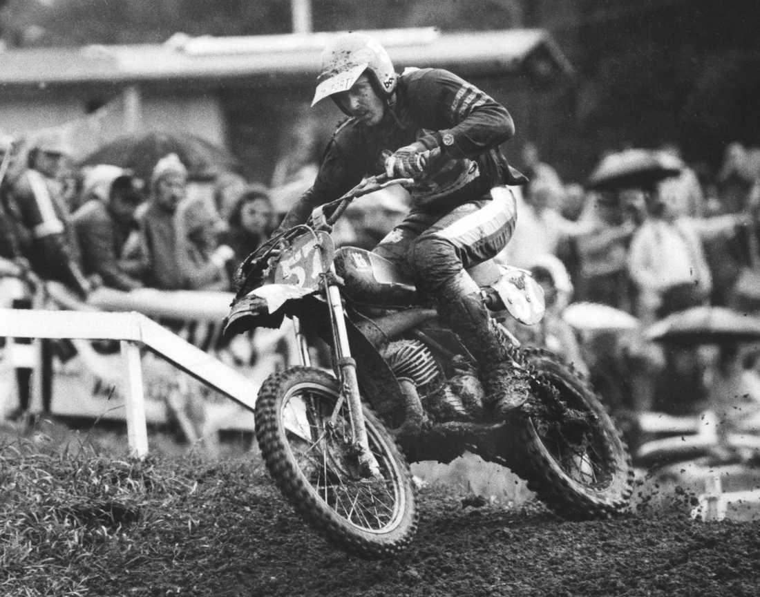 I full aktion på motorcykeln, 1983.