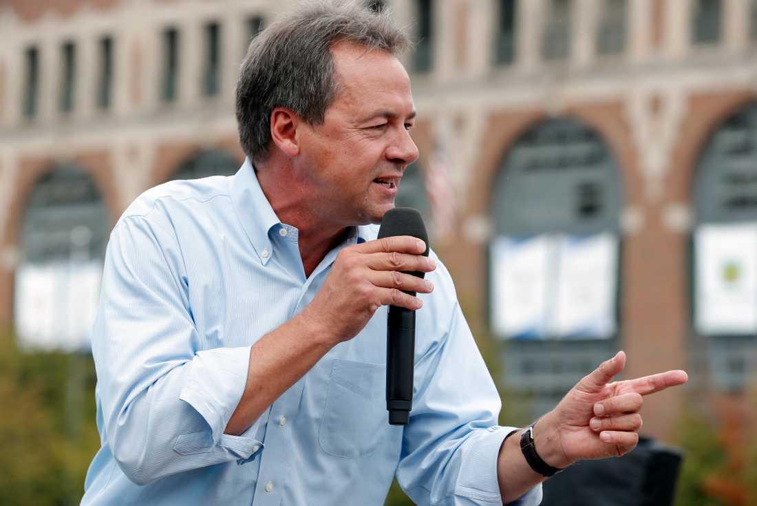 Presidentaspiranten och Montanaguvernören Steve Bullock talar i Iowa.