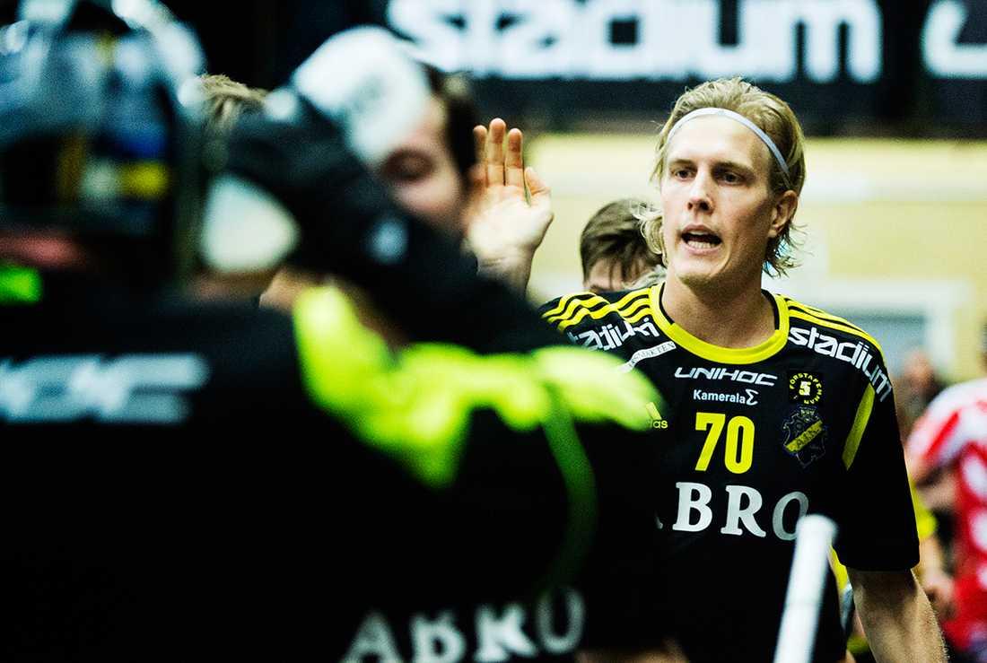Kim Nilsson räddade poäng för sitt AIK mot Pixbo i inbandyherrarnas superliga.