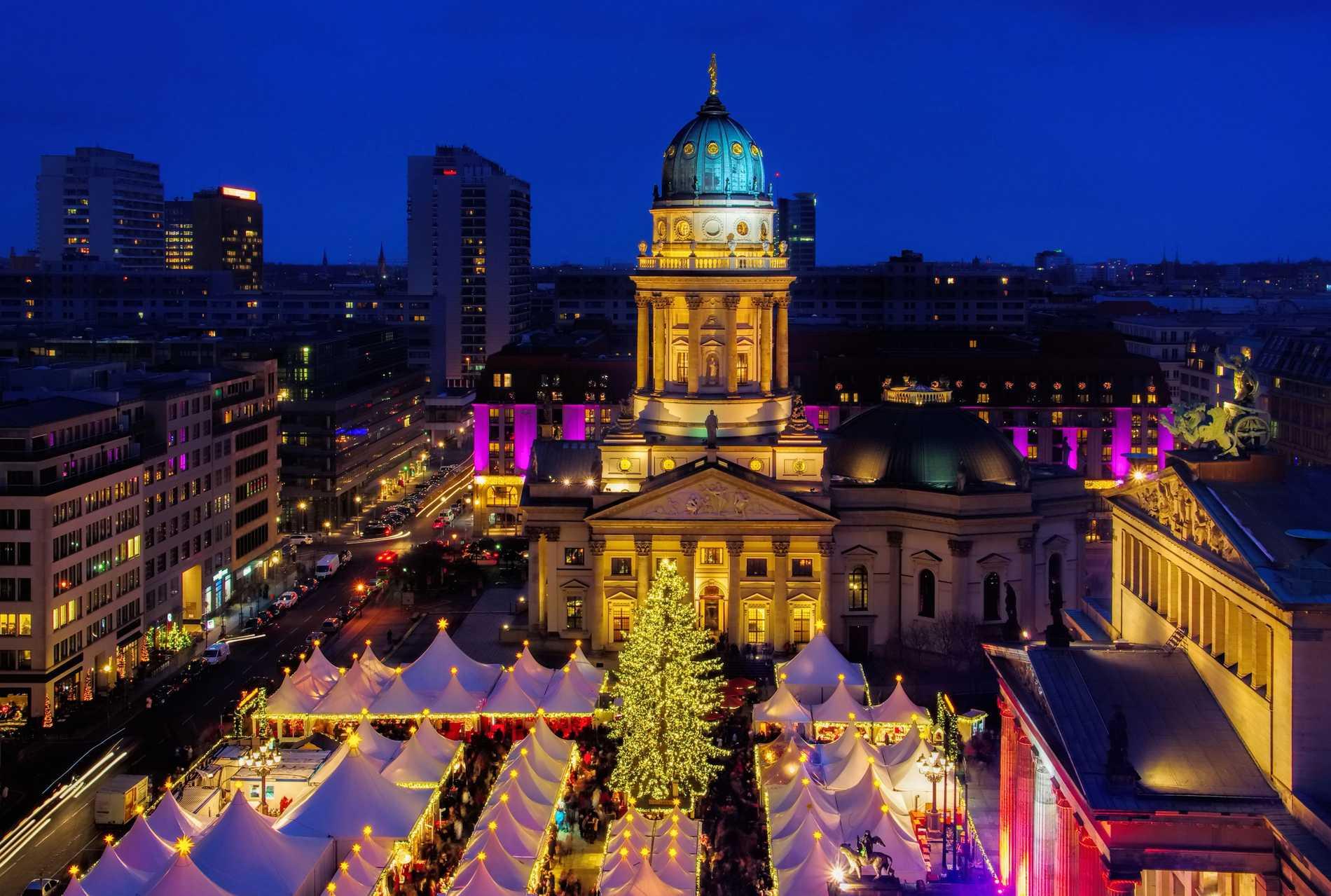 Julmarknaden Gendarmenmarkt är en av Berlins kändaste.