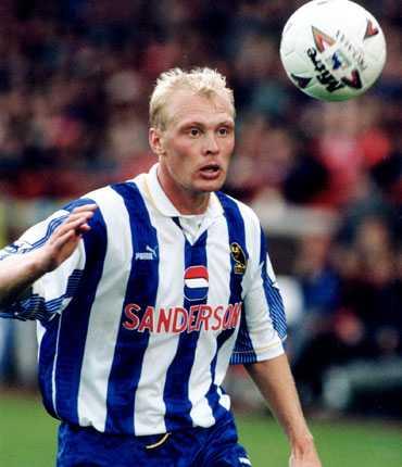 Klas Ingesson i Sheffield Wednesday under samma år som Sverige grävde guld i USA.