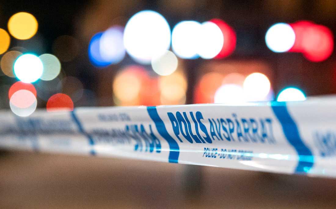 En man har förts till sjukhus efter att ha blivit attackerad med tillhygge i Stockholmsförorten Rotebro. Arkivbild.