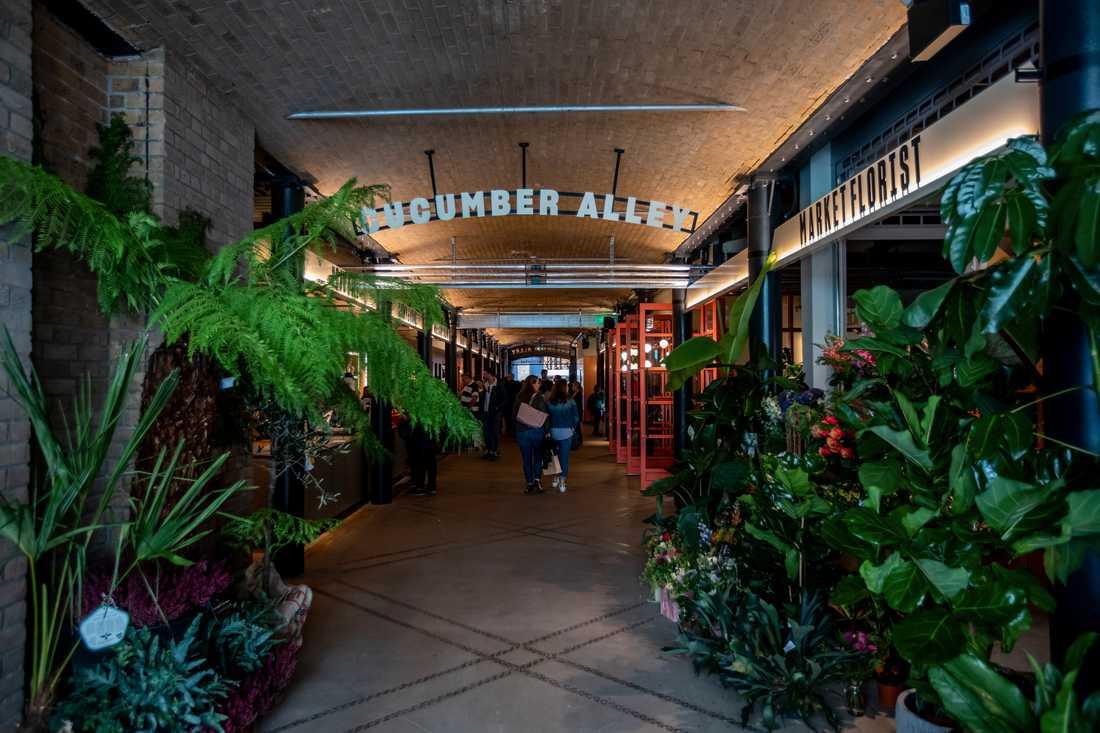 Cucumber alley är en gång full av specialistbutiker.