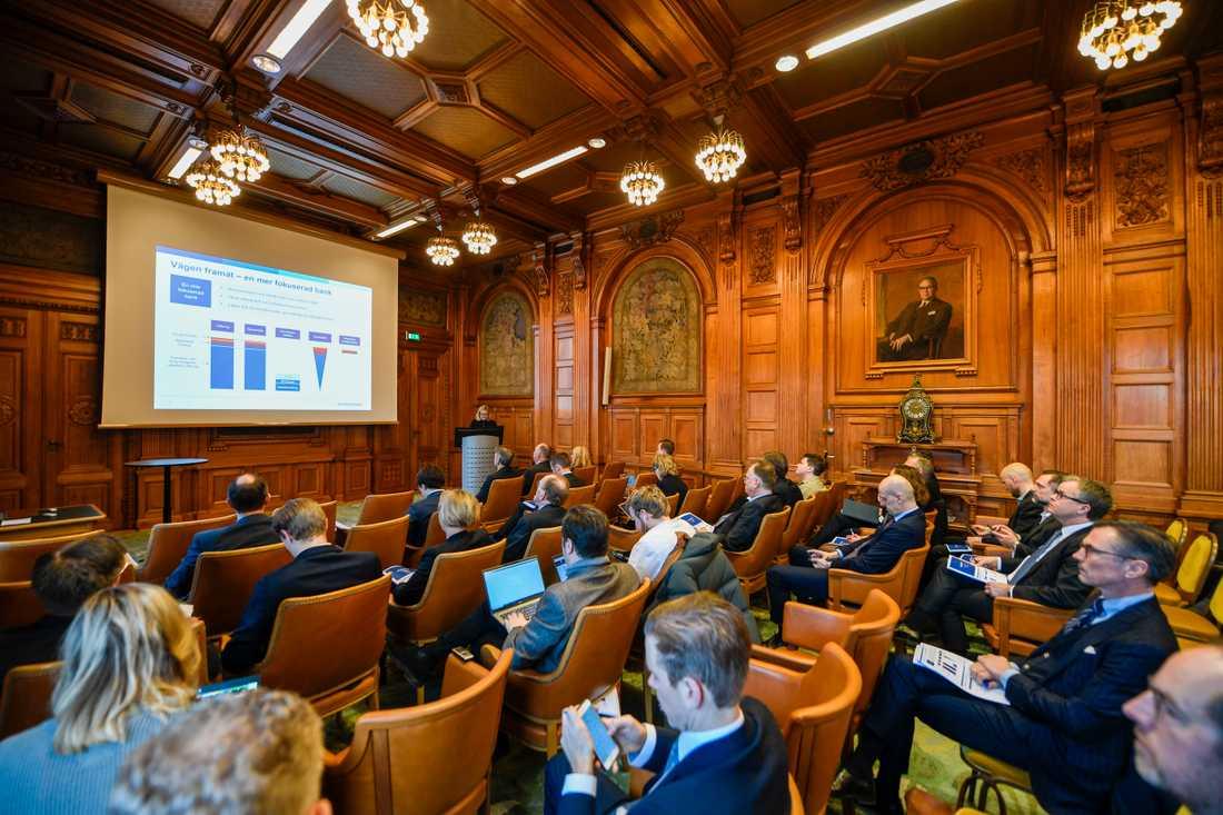 Handelsbanken tar största kakan i nyutlåningen på bolånemarknaden i fjärde kvartalet, men tappar ändå marknadsandelar, enligt vd Carina Åkerström.