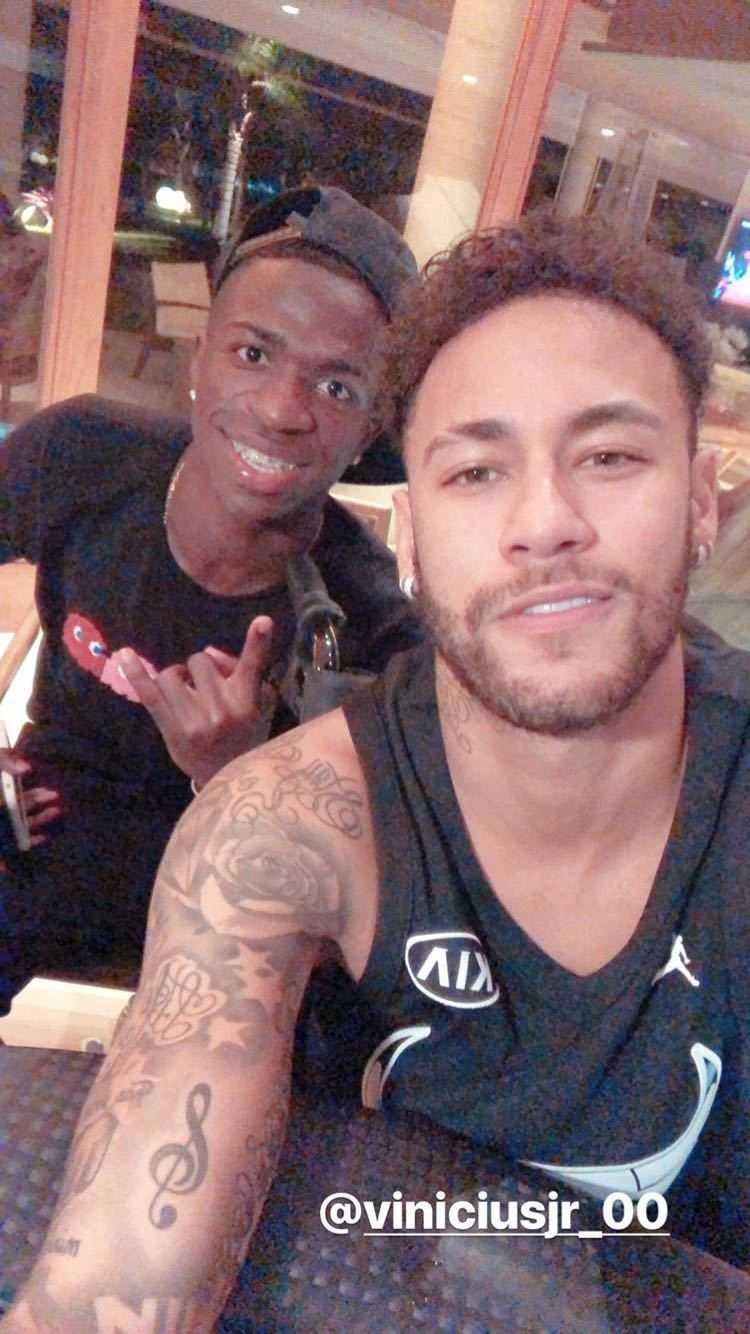 En bild från sociala medier 22 mars visar Neymar och Vinicius Junior.