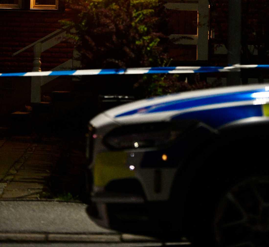 En större polisinsats pågick i ett villaområde i Ekerö på tisdagskvällen.