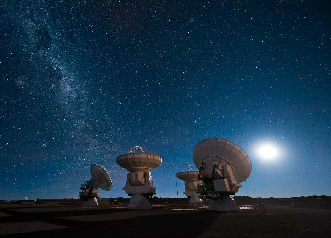 Alma-teleskopet i Atacamaöknen i Chile är ett av radioteleskopen som använts för att ta fram den allra första bilden av ett svart hål. Arkivbild.