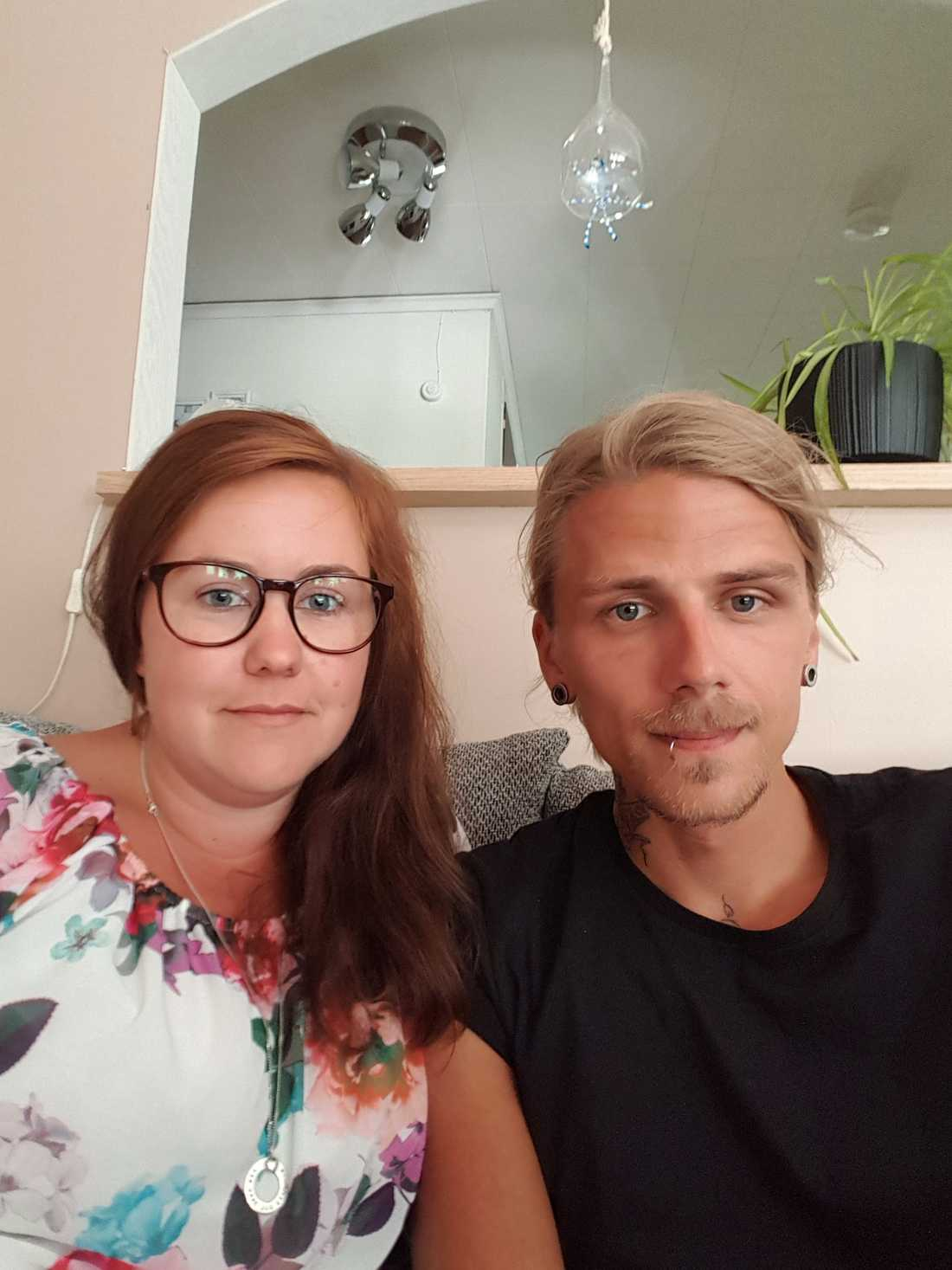 Adam Hall, tillsammans med sin fru Mikaela.