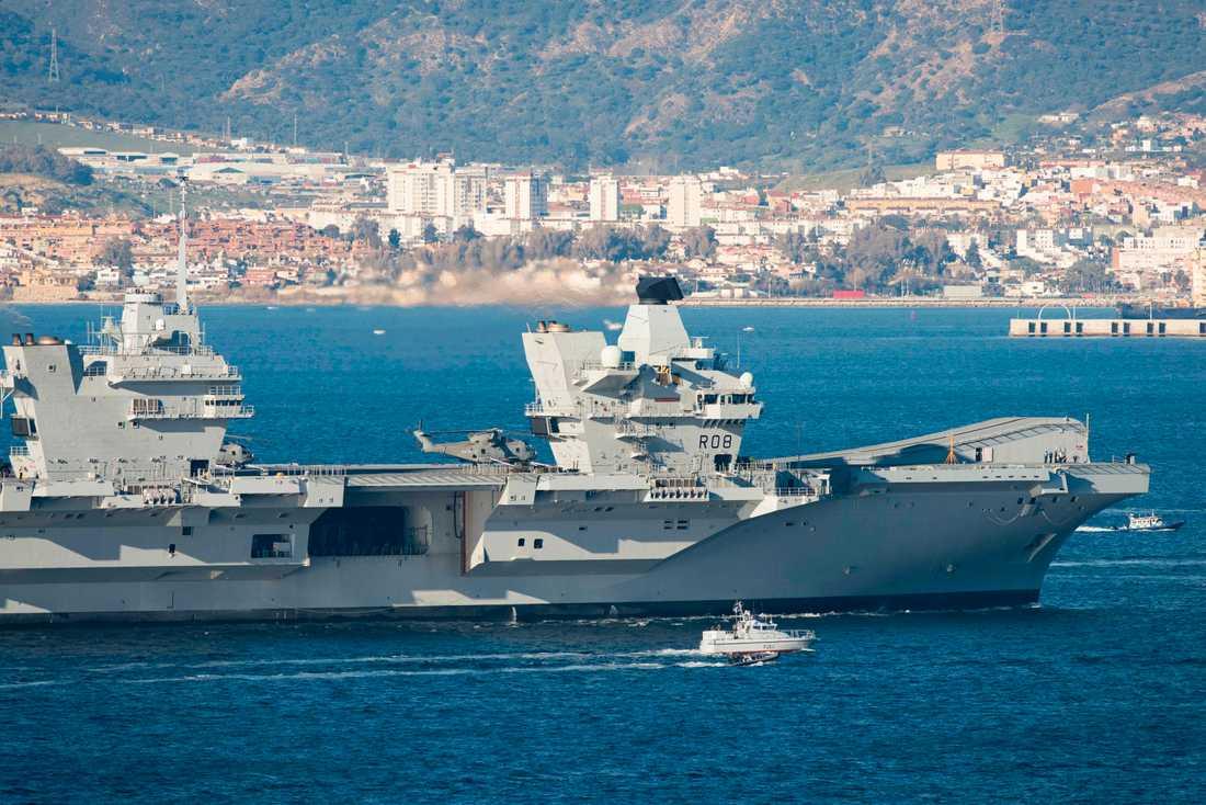Brittiska flottan gör sig redo att eskortera brittiskflaggade fartyg i Hormuzsundet. På bilden HMS Queen Elizabeth vid Gibraltar. Arkivbild.